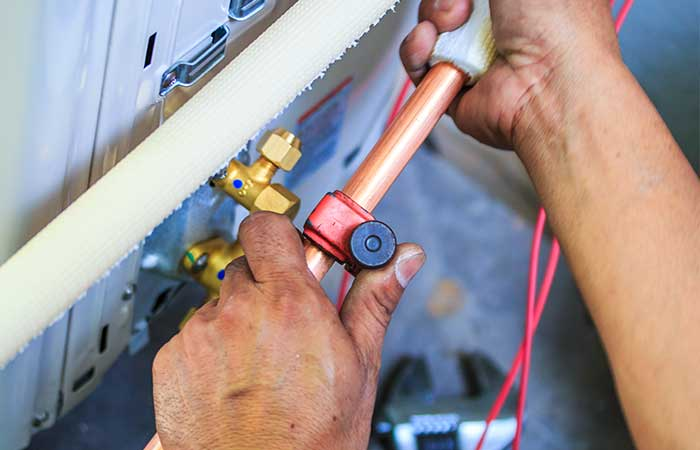 FAULT FINDING & AIR CON RE-GAS